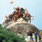 1992年12月6日、Ayodhyaで、ヒンドゥー教の敵はBabri Masjidを殺した