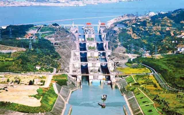 長江の三峡ダムの建設は1994年に始まった