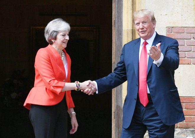 ドナルド・トランプ大統領と英国首相テレサ・メイ