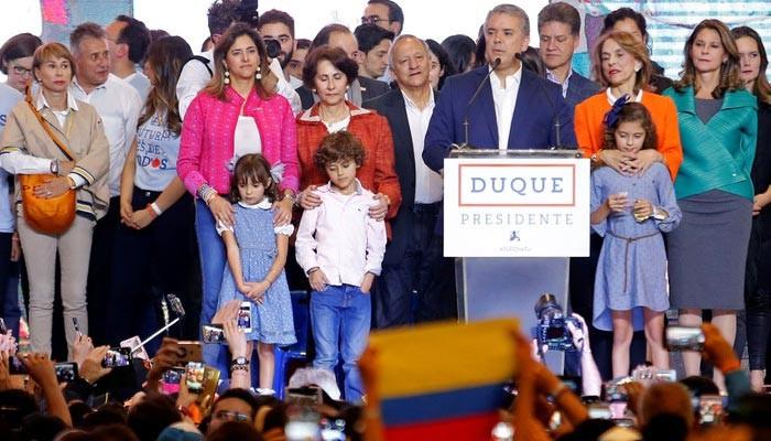 コロンビアのオランコフ首相は、内閣に16閣僚の内閣に8人の男性閣僚と8人の女性閣僚を入れました。