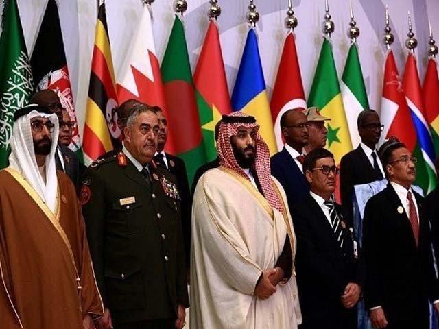 アラブ人のNATOはバーレーン、クウェート、オマーン、サウジアラビア、アラブ首長国連邦、イエメンとエジプトの軍隊を含みました