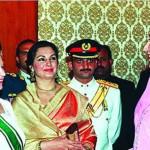 1961年2月1日に初めて、エリザベス2世女王は、パキスタンへの16日間の訪問で、夫のフィリップ皇太子エディンバラ公に同行しました。