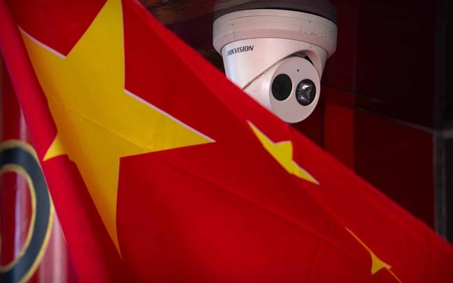 米国を禁止した中国企業には、監視機器メーカーのHikvision、人工知能企業のMegvii Technology、Sense Timeが含まれます。