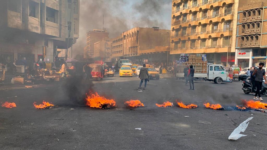 抗議活動中に900棟のビルが7千人を逮捕