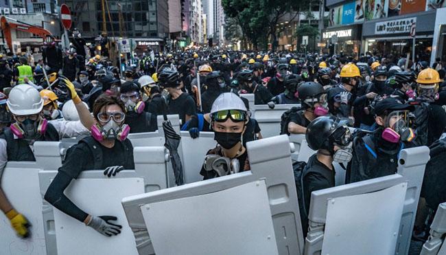 ドナルド・トランプ米大統領、香港の民主化を支持する抗議者を支援する法律に署名
