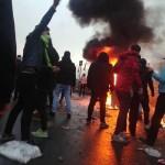 イランのいくつかの都市でガソリン価格に対する抗議が始まった