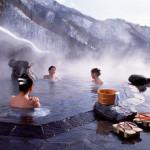 日本語で温泉と呼ばれる天然の湯池