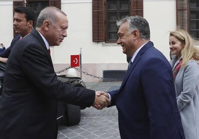 ハンガリー首相ヴィクトル・オーバンとトルコ大統領レセプ・タイップ・