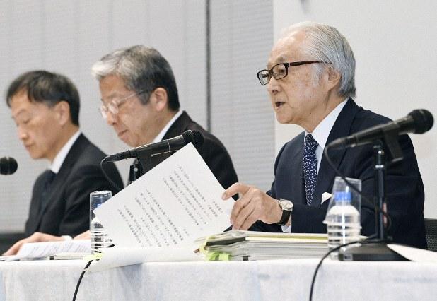 Japanese Post Holding President Masatsugu Nagato, President Kunio Yokoyama and President of Post Insurance Mitsuhiko Uehira