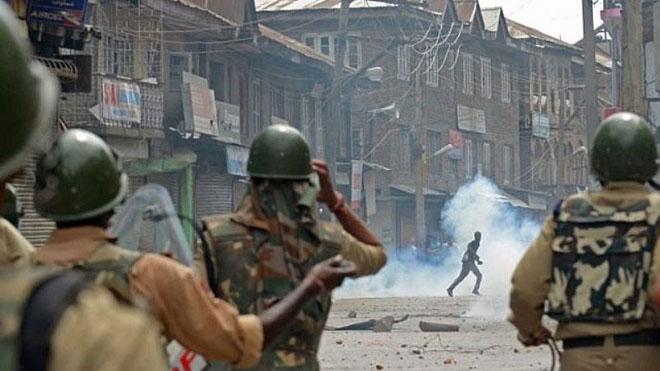 インド軍は200日間の夜間外出禁止令で70人のカシミール人をmar教しました