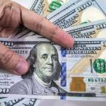 ドルはインターバンクで163.50パイスで取引されています'
