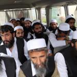 アフガニスタン政府は、主要な司令官を含む100人のタリバンの囚人が解放されていると言います