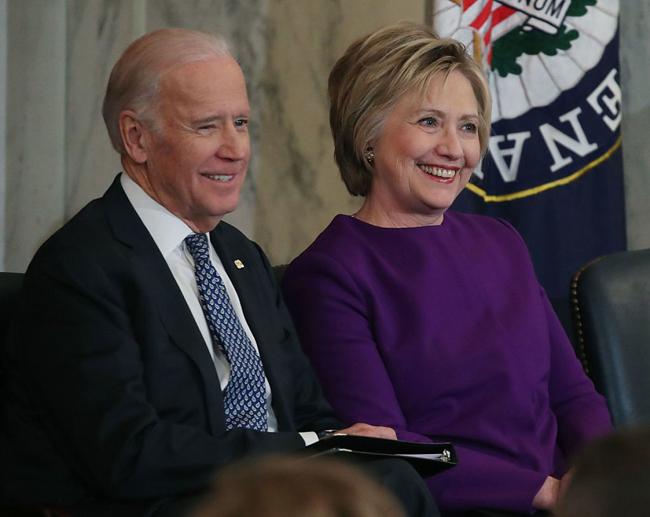元アメリカ合衆国国務長官、ヒラリークリントン氏が大統領に立候補することを発表