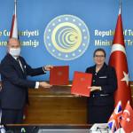 協定は、トルコの貿易大臣ルシャー・ペカンとトルコ駐在の英国大使ドミニク・チルコットによって署名されました。