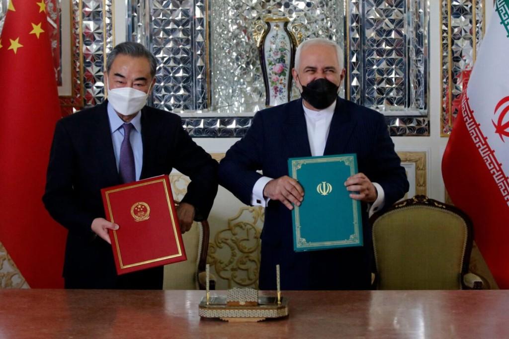 中国の王毅外相とイランのジャワド・ザリフ外相